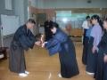前年度優勝者山上晴代さんによるカップ返還